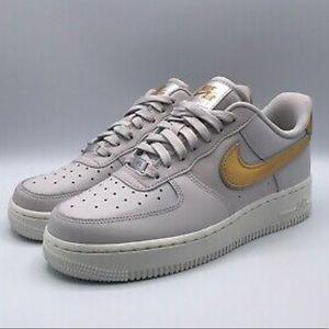Nike Air Force 1 07 MTLC Low Vast Grey Gold